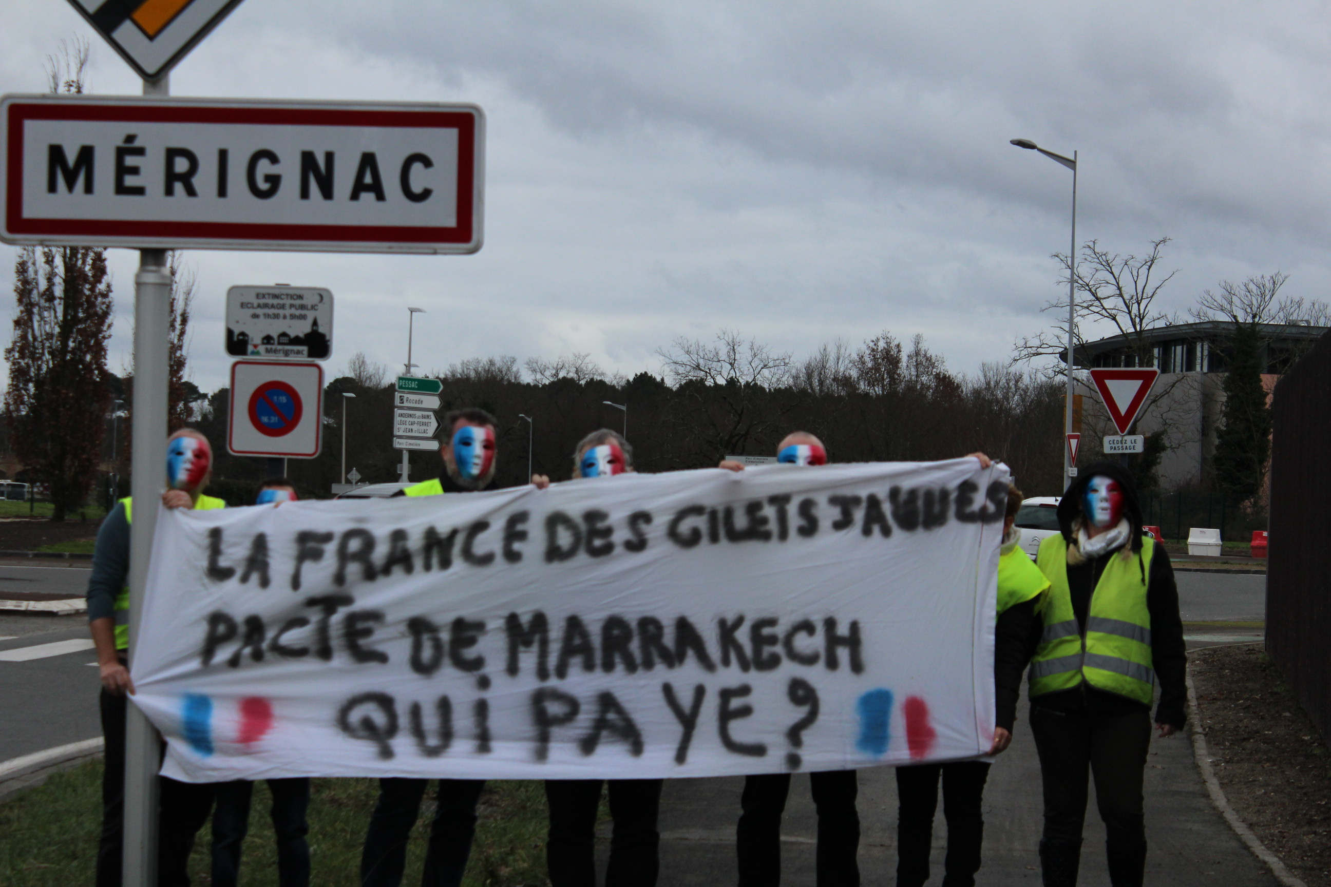 Gilets jaunes rond point