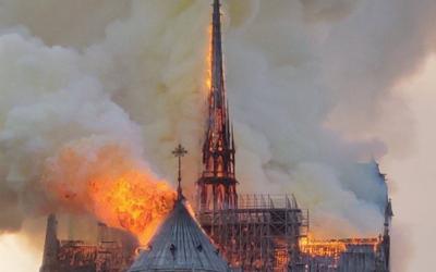 Notre-Dame dévastée par les flammes